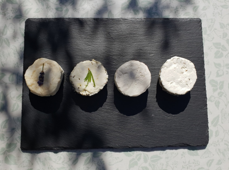 ARTISAN GOATS' CHEESE FROM JERRIAISE D'OR GOAT FARM
